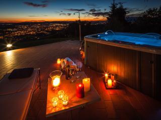 VillaCristinaTuscany-panoramic pool and hot tub!, Arezzo