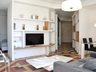 SUNNY ART DECO APARTMENT WITH VIEWS IN MONTPELLIER, Montpellier