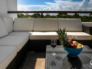 Pristine 2 Bedroom Penthouse overlooking Golf Course, Akumal