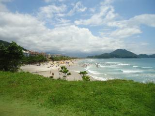 Apt 250 feet of beach/10 people, Ubatuba
