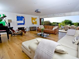 Higher Close located in Mawgan Porth, Cornwall, Trenance