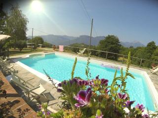 Holiday apartment in farmhouse near medieval Tusca, Barga