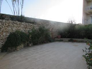 Ta' Kilina modern apartment with communal pool