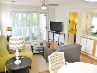 9550 Dunes Gables #D: Recently remodeled 2BR/2BA Condo with Kitchen & Washer/Dryer-Sleeps 5, Myrtle Beach