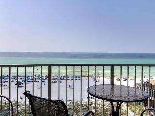 Beachfront resort condo w/ balcony & shared pool/hot tubs! Snowbirds welcome!