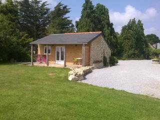 holiday cottage/Chalet Bois Sleeps 2, Noyal Pontivy