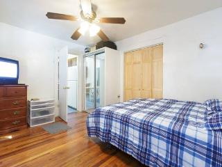 Cozy and Comfortable Room, Uniondale