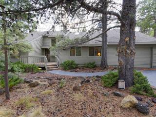 Dog-friendly Sunriver home with wrap-around patio and SHARC access