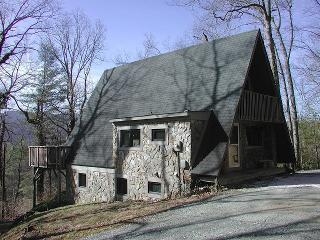 Private Mountain Retreat with Hot Tub Near Boone!!, Sugar Grove