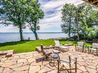 Find lakefront luxury & unplug at this spacious, modern home w/dock & more!, North Hero