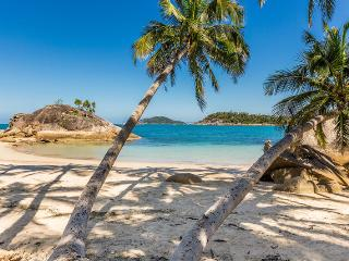 Bedarra Beachcombers - Bedarra Island