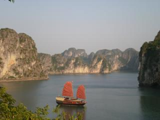 Ha Long bay Charter Cruise on Stuning lanscapes, Halong Bay