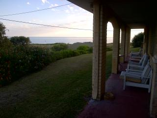 BEACHFRONT ROOM PENGUIN ISLAND !!!, Rockingham