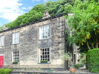 THE STAMP OFFICE, pet friendly, character holiday cottage, with a garden in