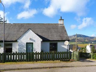 BETHANY, single-storey, semi-detached, open fire, mountain views, in Staffin
