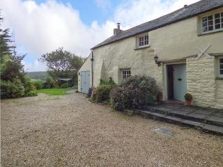 MEADOWSIDE, character cottage, woodburner, beams, garden, in Wadebridge, Ref 929068