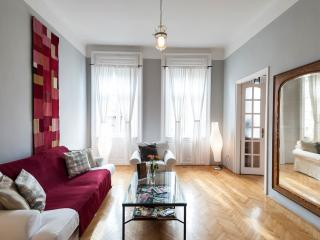 Opera House Beautiful 2 Bedroom Apartment, Budapest