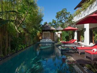 Villa Kalimaya IV - Pool deck and bale