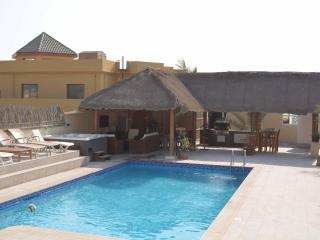 Stunning Villa with Private Pool and Jacuzzi, Ras al-Jaima