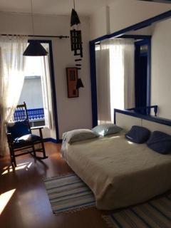 Sofá cama para duas pessoas na sala