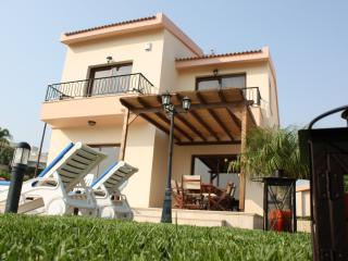 Three bedroom villa with private pool & free wi-Fi, Pissouri