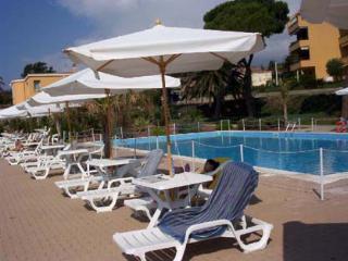 Sanremo bilocale in residence con piscina sul mare, San Remo