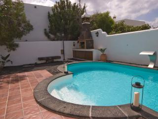 Villa Aloe, with private pool and 150m from beach., Puerto Del Carmen
