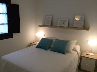 Apartamento nuevo en Plz San GIl, wifi, Sevilha