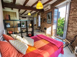 Charming airy 50m2 Studio Sagunto. On-St parking, Valencia