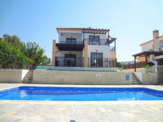 Seafront 3 bedroom comfortable villa with pool, Kissonerga
