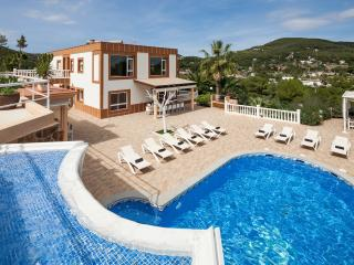 Fantastic large villa, 10 minutes from Ibiza Town!