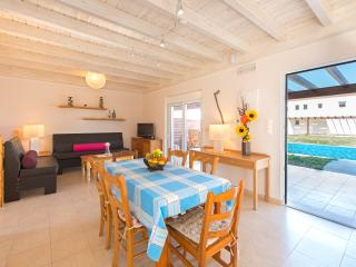4 bedrooms villa with swimming pool only 300 meters from the sea (17)