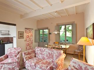 Cozy apartment with charming small garden, Gambassi Terme