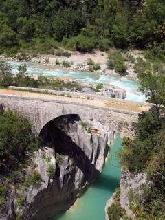 Le pont de la cerise accés en randonnèe au départ de Bouyon