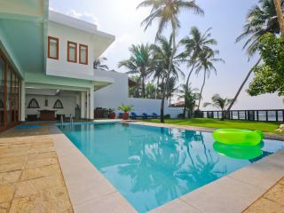 Modern Luxury Villa On the Beach, Unawatuna