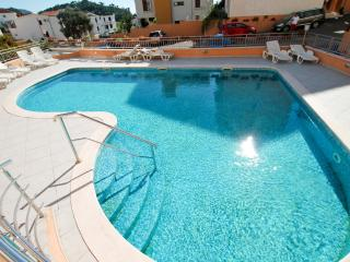 Two-bedroom apartment  with pool in Petrovac