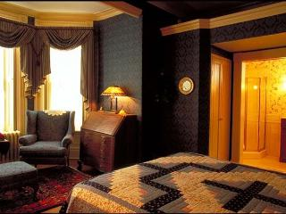 Elmwood Heritage Inn - The Library - Five Star B&B, Charlottetown