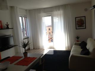 IRENE APARTMENT BARDOLINO CENTER & BEACH FULL OPTIONAL FREE WIFI BEST LOCATION.