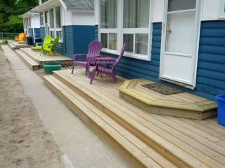 2 bedroom, Wasaga Beach 8 cabins, 5 year round