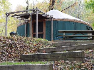 River Retreat Cabins - Pacific Yurt