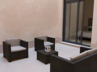 A - 1 BEDROOM APARTMENT WITH PRIVATE PATIO