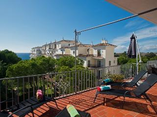 OFFERS, PENTHOUSE, SEA & MOUNTAINS VIEW, FREE WIFI & FREE PARKING