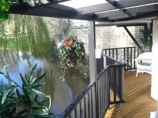 Llety Maes FFynnon Ruthin, .Hot Tub is up and running on the waterside balcony !