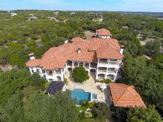 Villa de Soleil with Private Pool & Hot Tub, Spicewood