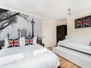 REALLY NICE 1 BEDROOM FLAT IN ZONE 1, Londra