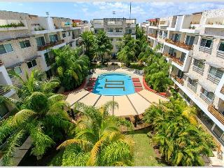 AMAZING &  BIG * MAMITAS BEACH * GYM *JACUZZI * UP 10 PEOPLE * FREE INTERNET, Playa del Carmen