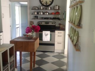 Year round clean cottage in Picton