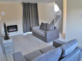 Lilac Cottage, Aberporth. Sleeps 4 to 6 and 1 Dog.
