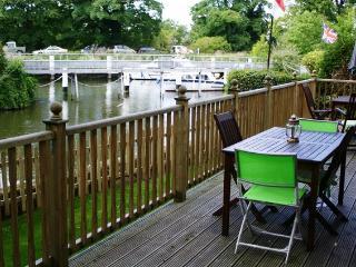 Riverside,Royal Windsor-West London,LEGOLAND, Free WiFi & Parking, River Views