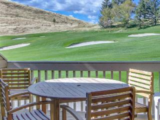Condo w/golf course views , shared pool & hot tub, adjacent to slopes!, Sun Valley